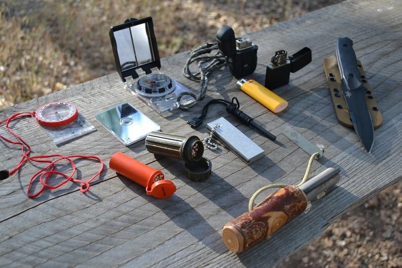 Some-wilderness-survival-items.jpg